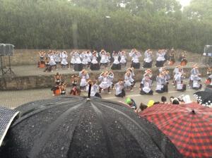 トップの写真はもう終わりの頃ですが、舞神楽の演舞の間ずっとこの雨!恐ろしや…!!