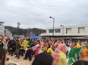 駅前会場は広く、チーム演舞以外にも「ランダム総踊り」「ダンスモアナイト」なども行われてました