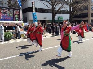 日本大通り会場は全体的にノンビリとした雰囲気。ぽかぽか陽気で心地よいのもあるだろうなぁ