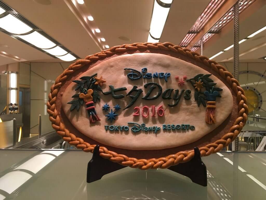 番外編。ディズニーアンバサダーホテルのレストラン「チックタックダイナー」ではこんな飾りが!(スペシャルメニューはありません)