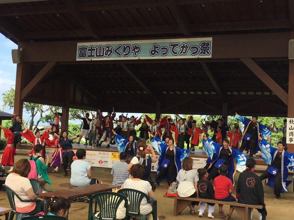 他地域の総踊りがかかっても、いつも東海圏の踊り子さんは前に出てくるなぁ。すごすぎ