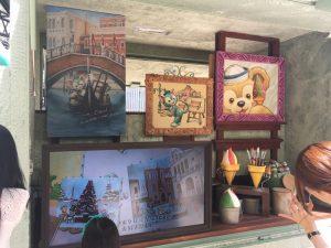 車内のアートはこんな感じ。左下のモニターではジェラトーニの紹介ビデオを流しています