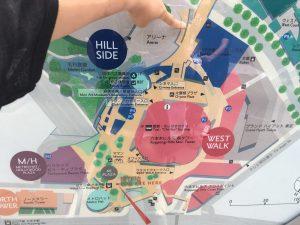 指を指しているあたりが会場。六本木ヒルズ森タワーに沿って歩いていけば大丈夫です