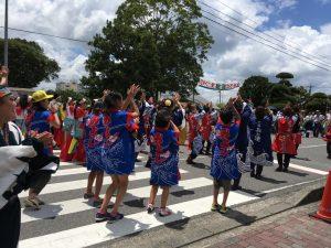 総踊りは午後のみ参加の地元の小学校の子どもたちも!元気に踊っていましたね