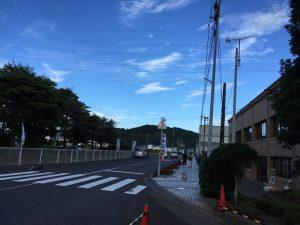 終わり頃の三芳上空はスッキリとした青空。遠くの緑といい、懐かしさを覚える空でした