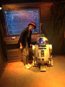 R2-D2と。この写真では青く光っていますが、