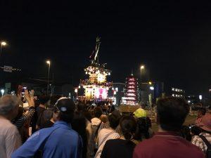 ライトアップされた山車。市長曰く、今年は10万人超の来場者があり、市としてはこのお祭りにもっと力を入れていきますとのことでしたよ!