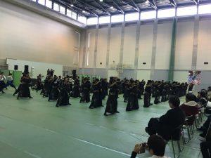 早稲田の「踊り侍」の演舞も後ろは他大の学生さん!ほんとみんな仲良しですね