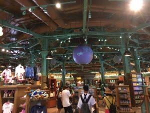ともかく広い!日本最大のディズニーストア東京ディズニーリゾート店の約3倍の広さです
