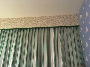 個人的にテンションが上がったのはカーテンレールの上のリトルグリーンメン!プヨプヨ的な!